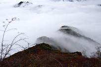 彭州三口锅深秋云雾中的山脊