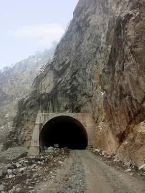 S303省道映秀耿达路段地震破坏的隧道