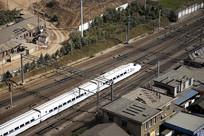 俯拍京沪铁路上奔驰的列车