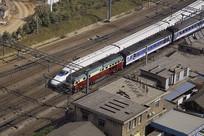 俯拍南京市京沪铁路上的列车