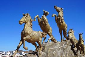 若尔盖黄河第一湾河曲马雕塑