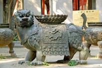 北京孔庙莲花座铜兽