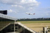 杭州萧山机场起飞的客机