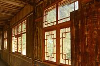 湖南武陵源山区的小木屋内景