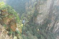 湖南杨家界的缆车索道俯拍