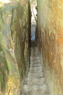湖南杨家界乌龙寨的线状峡谷