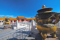 北京故宫乾清宫的铜鼎