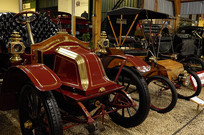 红色古董车