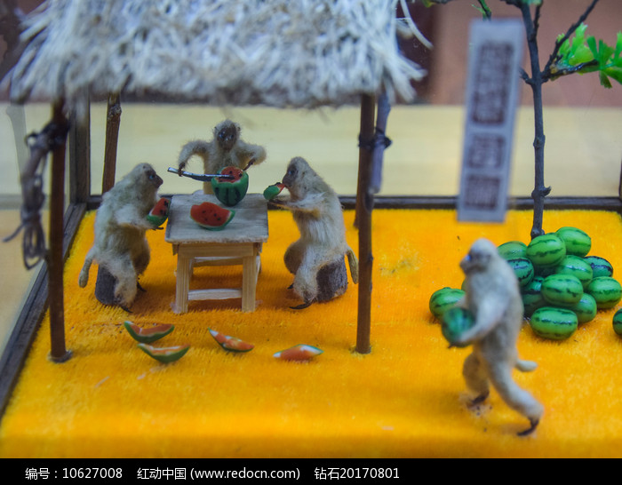 猴子吃西瓜场景蜡像图片
