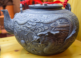 龙纹茶壶工艺品展示