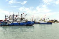 嵊泗港口的渔船
