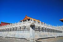 故宫的汉白玉栏杆及龙头雕塑