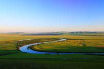 草原河湾晨光