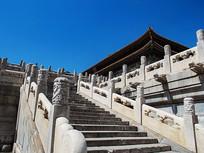 故宫大殿一侧的汉白玉台阶和螭首排水口
