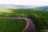 绿色密林河湾风景