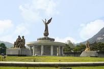 韩国青瓦台凤凰和地球雕塑