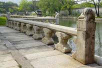 韩国景福宫庆会楼栏杆雕塑