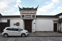 古建筑与汽车