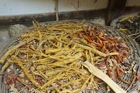 韩国传统家庭晾晒的农作物