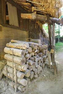 韩国民俗村传统民居的柴火