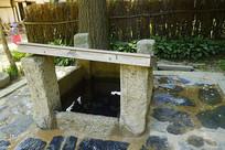 韩国民俗村传统民居庭院的水井