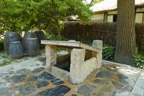 韩国民俗村传统庭院的水井