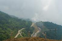 巫山山脉山雾缭绕