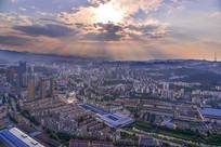 俯瞰十堰城区的日落