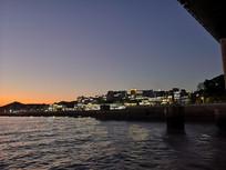 海岛村庄夜景