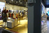 青岛机场服装店及商品陈列