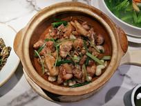 砂锅焖鸡美食