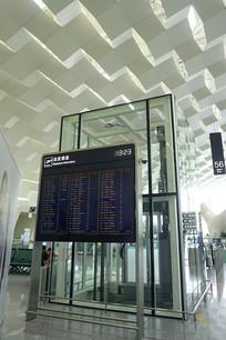深圳机场电梯间及航班信息栏