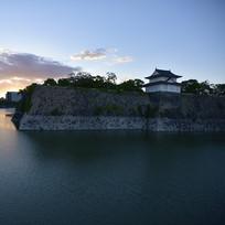 傍晚时分的日本大阪城公园