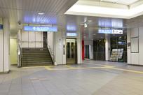 日本地铁站大厅