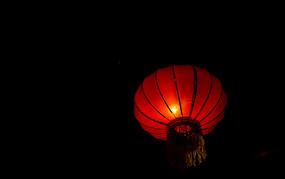 亮起的红灯笼
