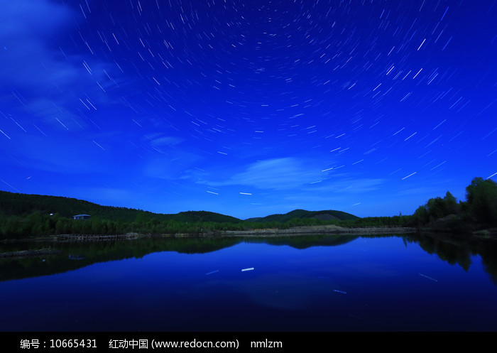 大兴安岭森林湖星轨璀璨图片