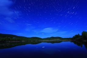 大兴安岭森林湖星轨璀璨