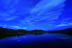 大兴安岭森林湖夜云迷漫