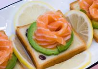 三文鱼刺身拼盘料理
