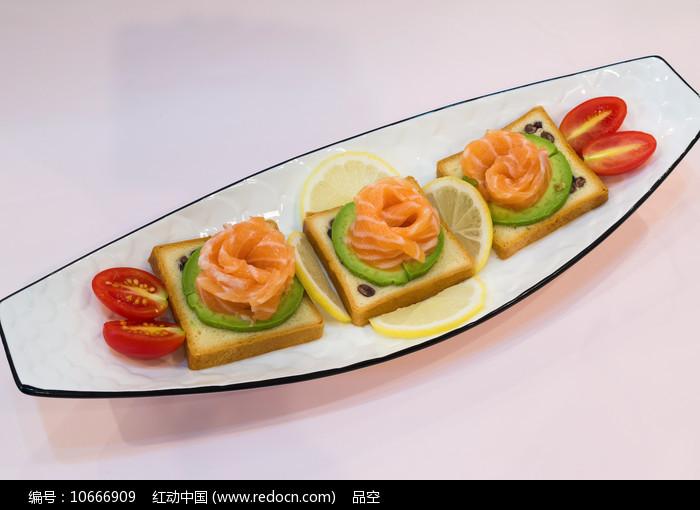 三文鱼刺身拼盘美味食品图片