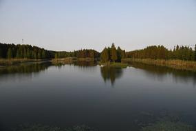 静谧的湖泊