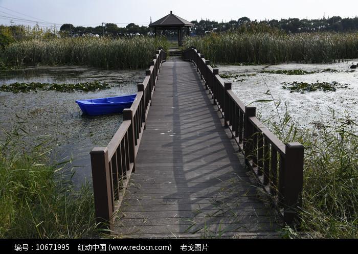 木栈桥图片