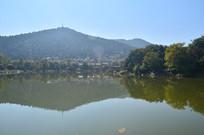 高山湖泊风景图片