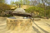 旧时农村传统农具石碾子