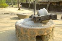 乡村传统农具石碾子
