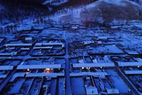 大兴安岭冬季森林小镇夜景
