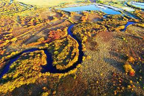 呼伦贝尔秋季弯曲的河流