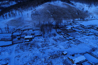 雪色山村夜景