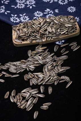 一盘葵花籽