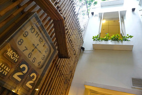 越南菜餐厅室内挂钟装饰